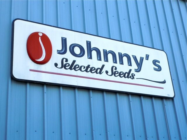 Ask a Johnny's Expert on our online Farmer Forum