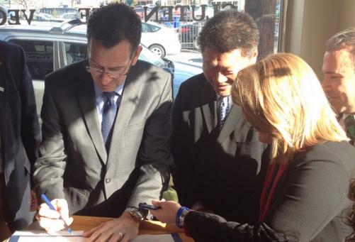 CT Gov Malloy signing GMO law