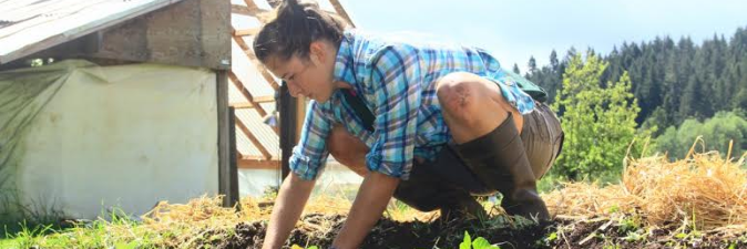 Rogue Farm Corps Recruits Aspiring Farmers for their Hands-on Education and Mentoring Programs