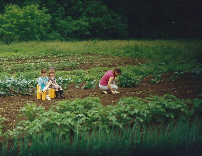 Maggie-and-Nellie_garden-with_Mom