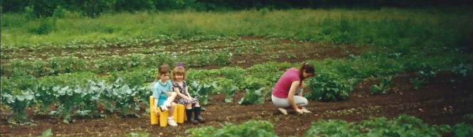Maggie-and-Nellie_garden-with_Mom_banner