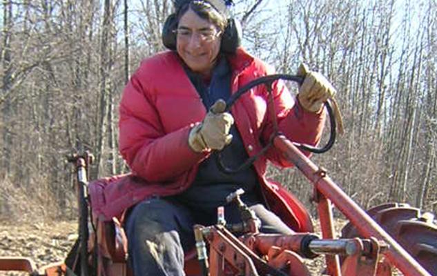 Liz_Henderson_tractor